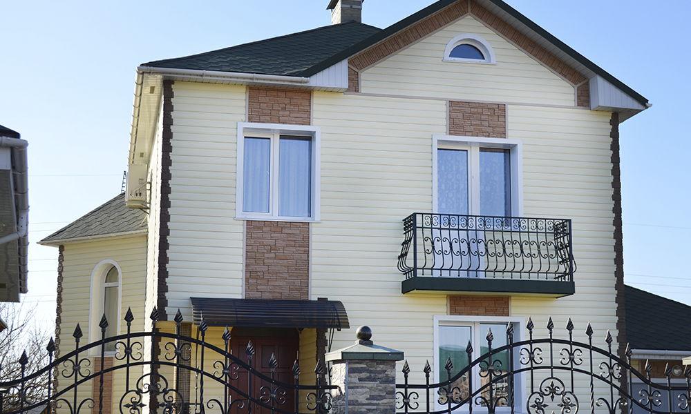 Фото дома с сайдингом виниловым