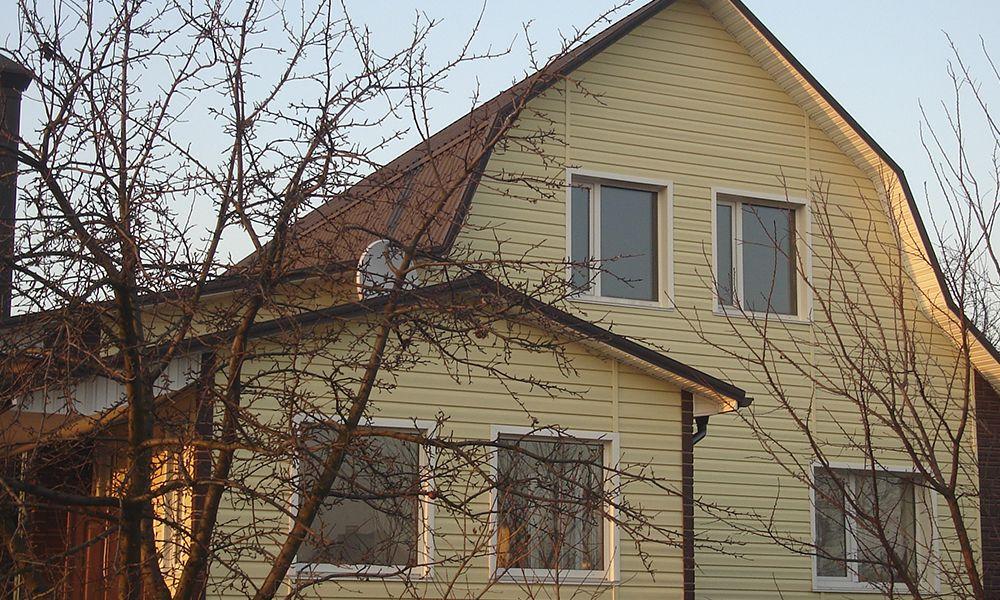 Фото дома облицованого сайдингом Альта-Профиль