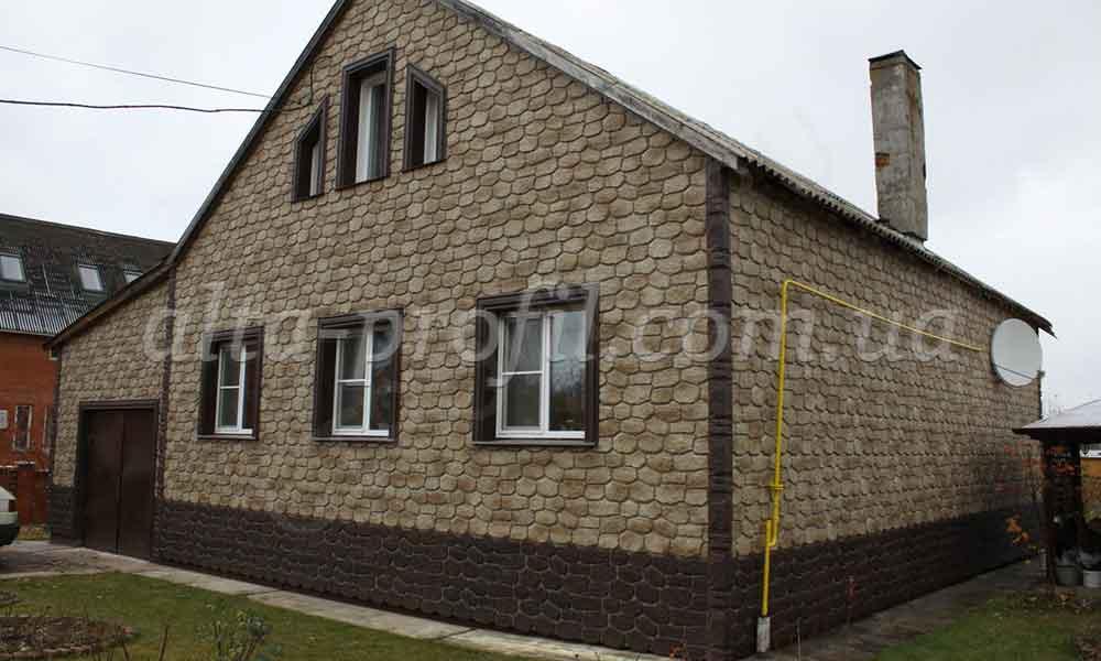 Дом с фасадными панелями Бутовый Камень