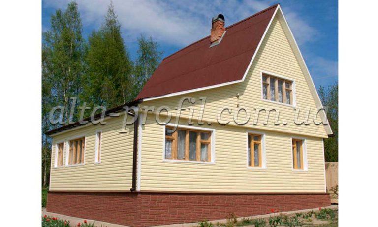 Обшивка фасада желтым сайдингом Kanada от Альта-Профиль, фото
