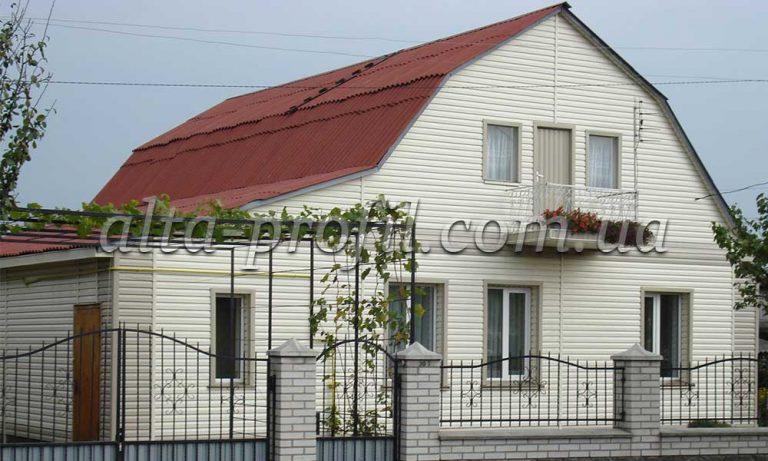 Фасад дома с сайдинг кремовый, Альта-Профиль