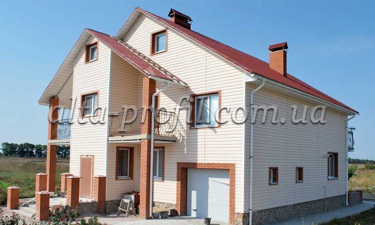 Обшивка фасада виниловым сайдингом розового цвета ТМ Alta Siding