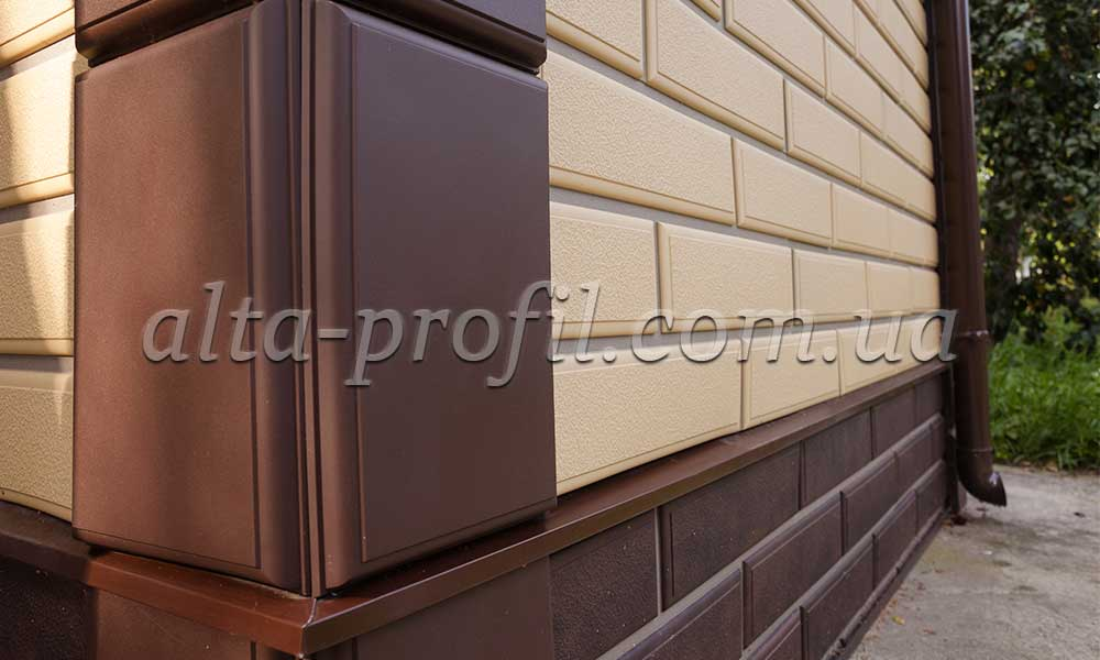 фото фасада с цокольным сайдингом Альта-Профиль