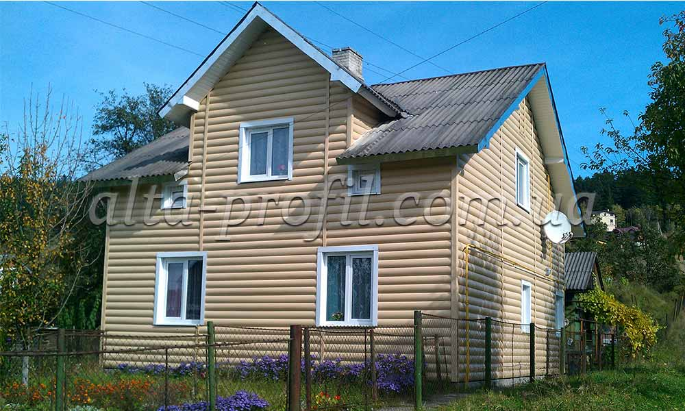 Фото Блок хаус золотой на доме
