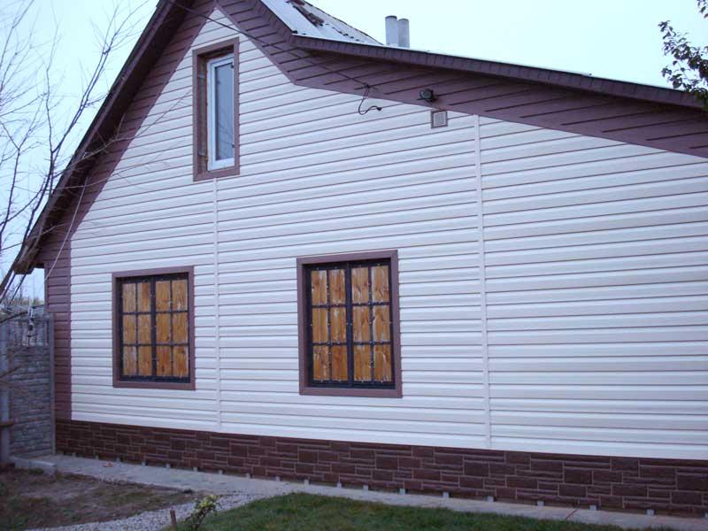 Фото домов с комбинироваными цветами винилового сайдинга Альта-Сайдинг