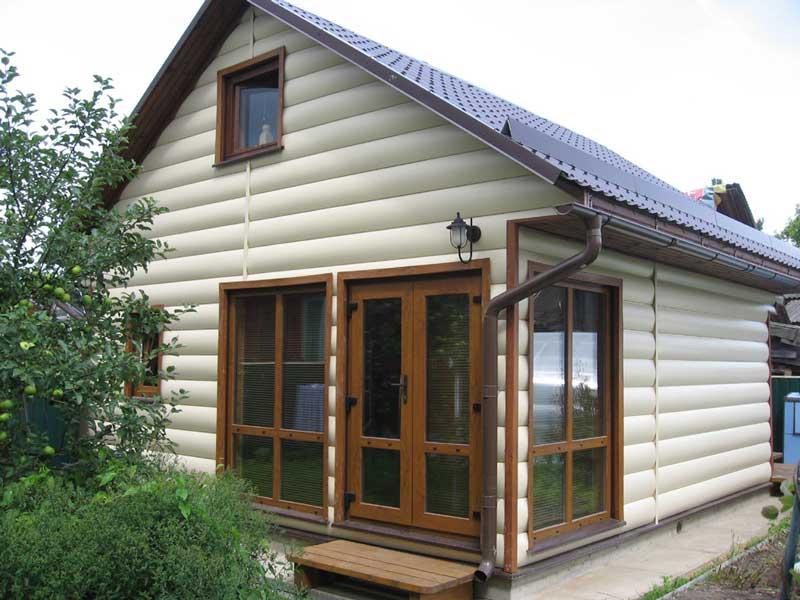 Фото винилового блок-хауса на доме