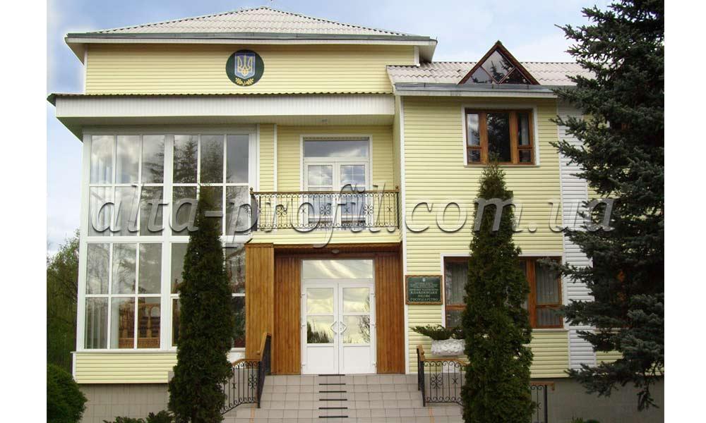 Фото дома с административного с сайдингом
