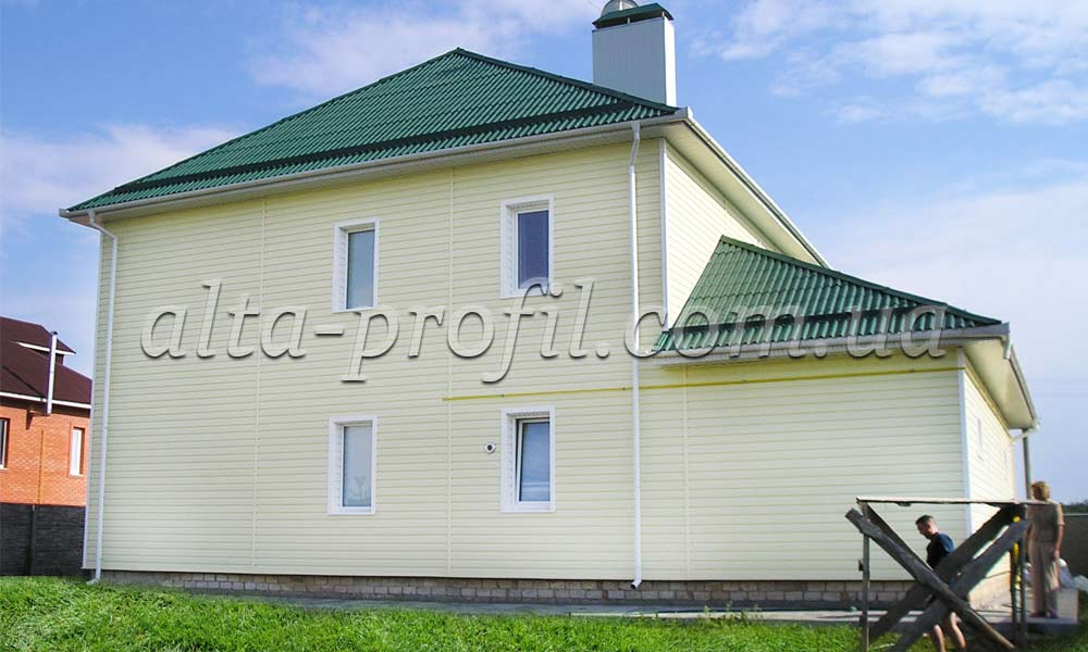 большой дом с сайдингом