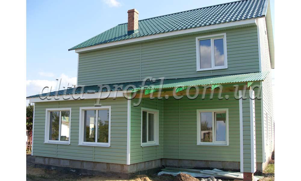 Белые планки и зеленый сайдинг, фото