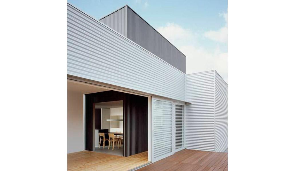 3д модель дома с белым сайдингом