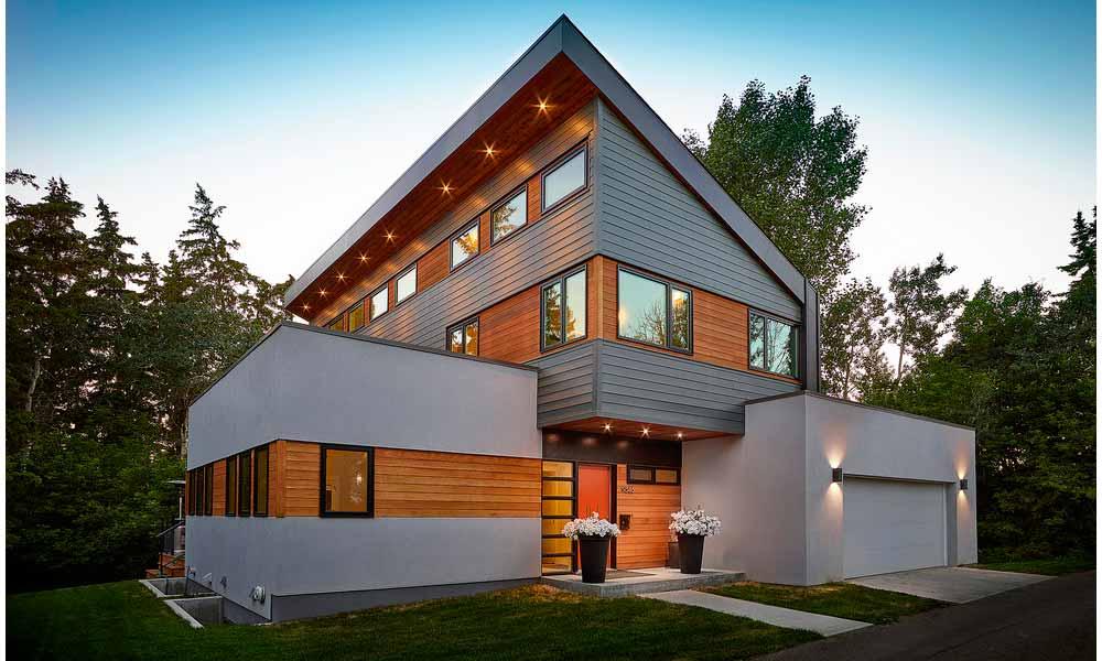 современный дом с сайдингом и штукатуркой