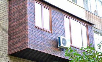 balkon-s-cokolnym-saidingom-kirpich