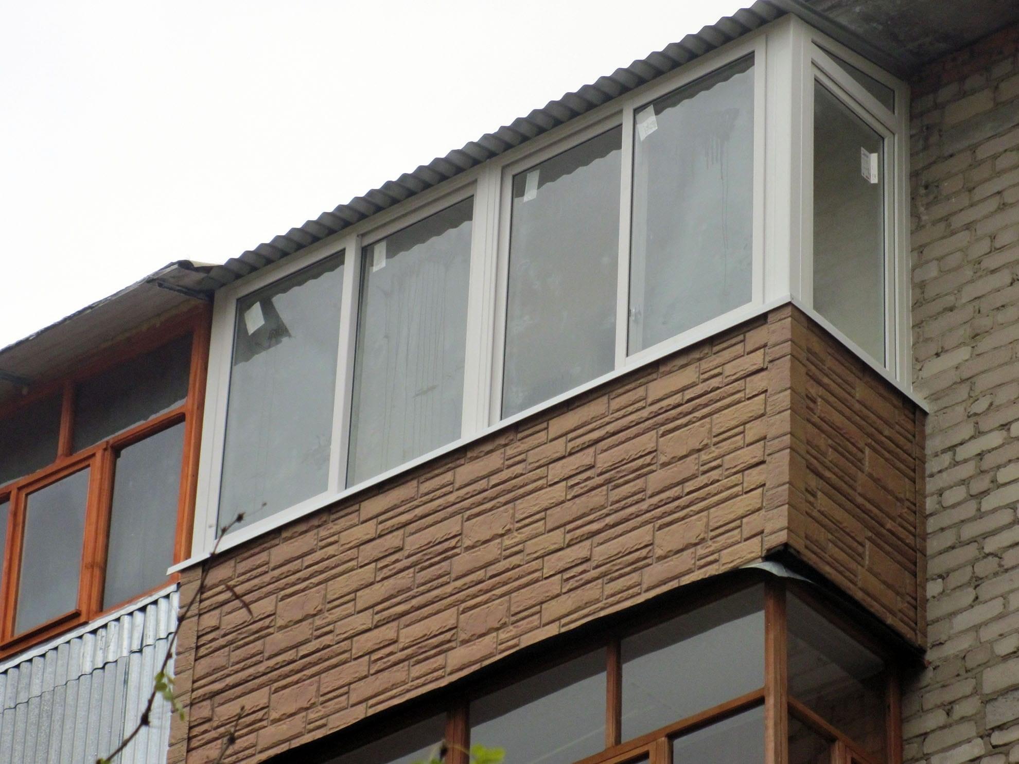 Обшивка балкона фасадными панелями снаружи