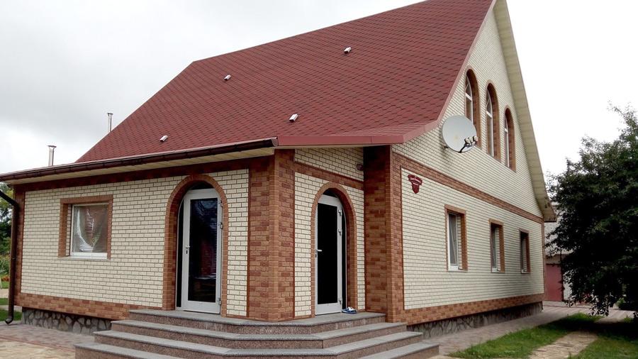 fasadnaya panel kirpich belyj i kombi alta profil